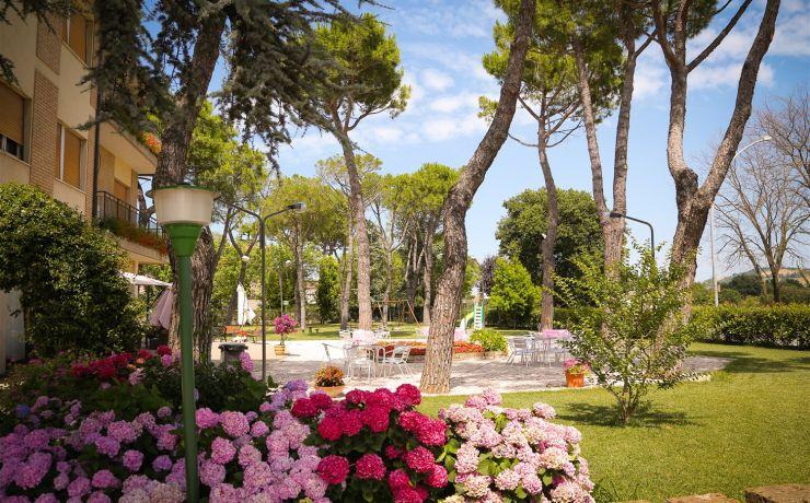 Hotel ristorante ausonia giardino 2