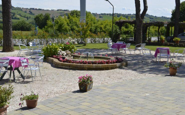 Hotel ristorante ausonia giardino 4